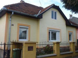 Dva rodinné domy na pozemku vo výbornej lokalite Lučenca