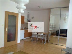 Byt 1+1, 35m2, balkón, Kresánkova, Bratislava IV, 420,-e vrátane energií