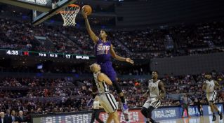 NBA: Phoenix Suns zdolal San Antonio Spurs v Mexico City