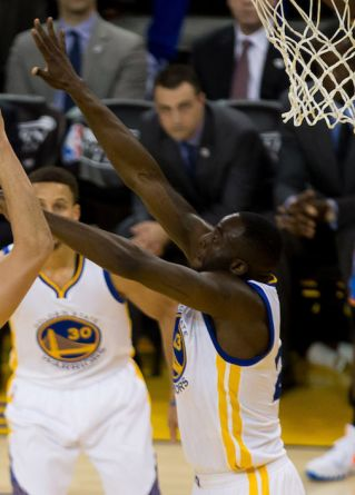 NBA: Golden State Warriors sa udržali v sérii