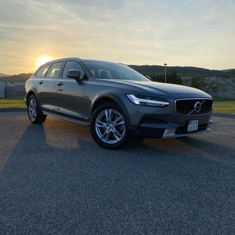 Volvo V90 Cross Country D4 2.0L Cross Country AWD A/T