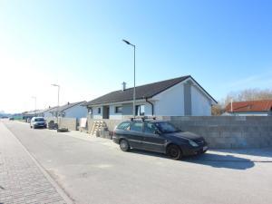 *Novostavba tehlového 4-izbového rodinného domu v peknom prostredí 10km od Bratislavy.
