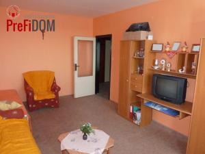 PREDAJ veľký 3 - izbový byt Šurany.