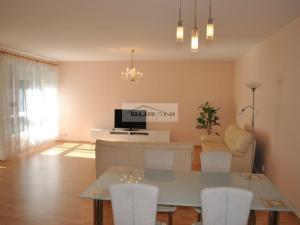 3-izb. byt, 102m2, Garáž pre 2 autá, Tupého ulica-Bratislava. Voľný od 1.4.2019