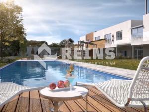 Krásny 2izb byt, úžitková plocha 84 m², 2x kúpeľňa, šatník, balkón cez celý byt a veľký dvor s rela
