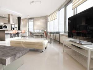 Veľkometrážny 2-izbový byt s balkónom, parkovanie v garáži