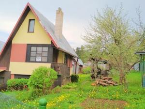 Murovaná chata so záhradou