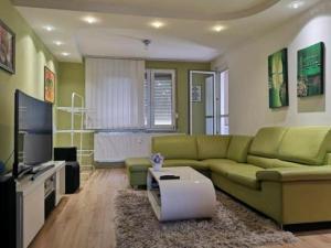 Na predaj prestavaný 3-izbový byt v Komárne Bauring