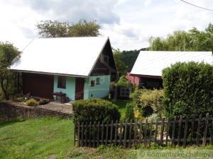 Chata so slivkovým sadom v malebnej osade v Javorníkoch
