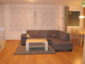 Priestranný, plne zariadený 3i byt na prenájom v Brazislave