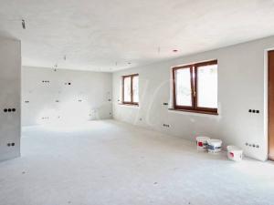 Nový priestranný RD ako showroom/kancelárie v Stupave
