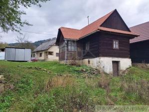 Pôvodná drevenica v pokojnej časti Dolnej Marikovej na predaj