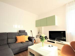 Na prenájom 2 izbový byt (dvojizbový), Bratislava - Dúbravka
