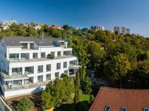 4izbový luxusný byt s terasou, živým krbom a garážou B4