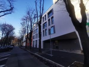 RENT - uplne nove / 2 izb. byty, 53m2, Sasinkova ul. / brand new apartments in downtown