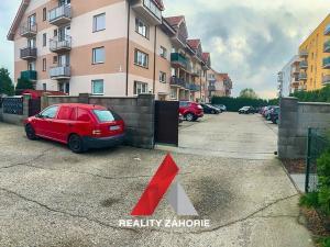 Na predaj krásny, zariadený a klimatizovaný 2i byt s parkovacím státím v Stupave