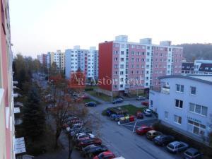 Súrne hľadám pre klienta 3 - izbový byt v Radvani PLATBA V HOTOVOSTI!