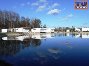 Na predaj moderné, exkluzívne rekreačné chaty pri novovybudovanom jazere v Malých Levároch! 350 m2 -