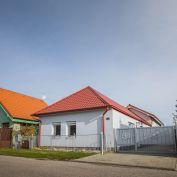 Na predaj veľký rodinný dom s bazénom, krásnym pozemkom v obci Lehota, 5 min. od Nitry