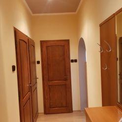 Predaj 2-izbového bytu s pozemkom, garáž a pivnica