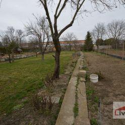 Stavebný pozemok pre RD, ul. Jánošíkova, 7á, všetky IS, zastavaná časť