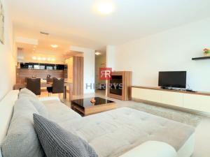 HERRYS - Na prenájom zariadený 2 izbový byt s parkingom vo vynikajúcej lokalite