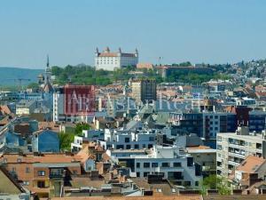 Súrne hľadám pre nášho klienta 5-izbový byt Bratislava I.