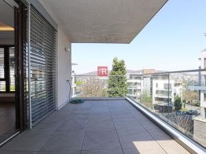 HERRYS - Na prenájom 4 izbový veľkometrážny byt 160 m2 s terasou a balkónom v stráženom areáli mests