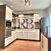 Ponúkame na prenájom priestranný 2 izbový byt na ulici Čečinová, Ružinov, Bratislava
