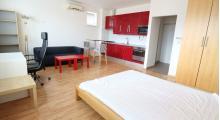 BEZ PROVÍZIE PRE REALITKU / Klimatizovaný 1-izbový byt V NADSTAVBE 40m2 / CENTRUM Bratislavy.