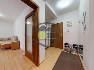 CENTRUM MESTA - 3 izbový BYT 63,60 m2 + 36,15 m2 TERASA - Parking - Dvor - Staré Mesto