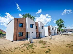 Skolaudované 5 izbové novostaby Pod Lesíkom!! bývajte už teraz v prírode v obci Borský Mikuláš