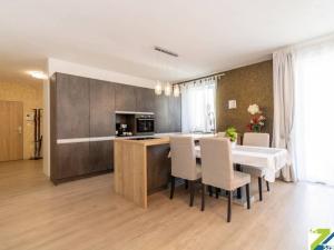 4-izbový byt s balkónom, predaj, Novostavba, Muškátová, Pezinok