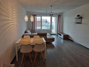 SENEC - NA PRENÁJOM - veľkometrážny 2 izbový byt s vlastným garážovým státím - Senec Gardens
