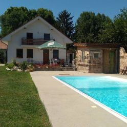 EXKLUZÍVNE ponúkame 5 izb.RD s exterierovým bazénom