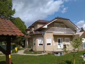 MAXFIN REAL - EXKLUZÍVNE na predaj krásny 6 izb RD v Ivanke pri Nitre