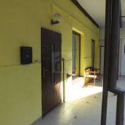 Directreal ponúka Priestor na prenájom v úplnom centre mesta vhodný na prevádzku salónu, obchodu, ka