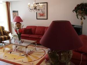 SENEC -  NA PRENÁJOM -   3 izbový byt v centre na Lichnerovej ulici / pešia zóna /