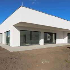 Moderne riešená novostavba 4-i rodinného domu v Senici vo výstavbe