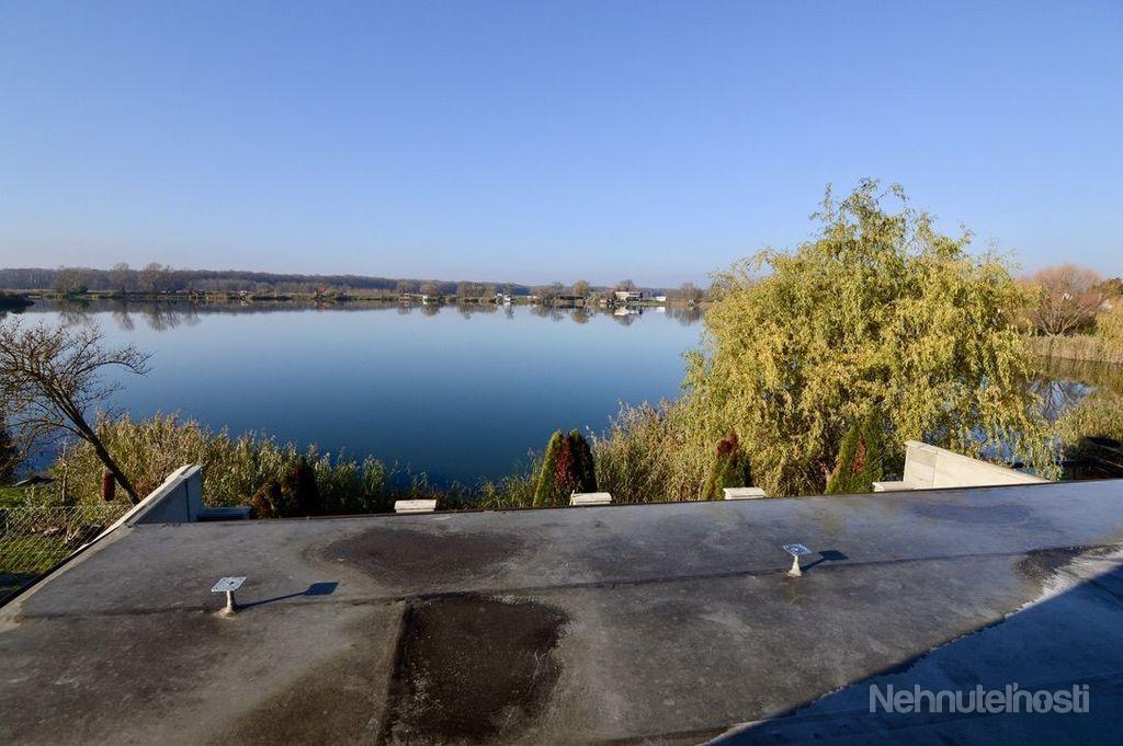 Na predaj murovaná, celoročne obývateľná chata s priamym vstupom k vode, Jakubov