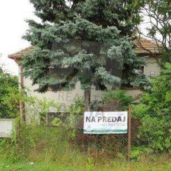 NA PREDAJ Rodinný dom s pozemkom, Trávnica