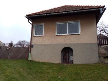 Rodinný dom s veľkým pozemkom v obci Jabloňovce