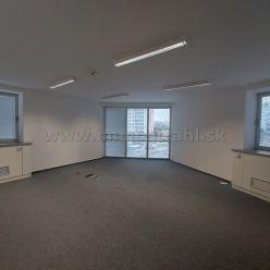 Reprezentatívny kancelársky priestor o výmere 209 m2 na prenájom na Plynárenskej ul. v objekte Brati
