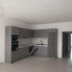 SENEC - NA PRENÁJOM -  2 izbový už KOMPLETNE ZARIADENÝ  byt s 2 balkónmi a garážovým státím v centre