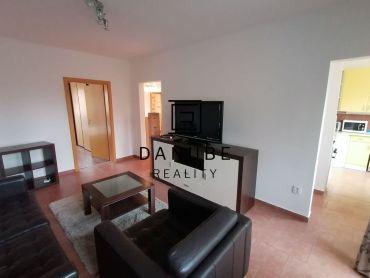 Prenájom slnečný 3-izbový byt s loggiou v Bratislave-Dúbravke na Bílikovej ulici.