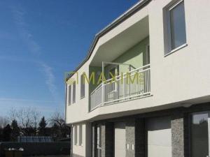 1- izbový byt v novostavbe na Hradskej ulici, parkovacie miesto v cene.