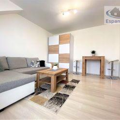 ***NA PRENÁJOM: Kompletne zariadený 1 izbový byt s vlastným parkovaním v Malackách*!!