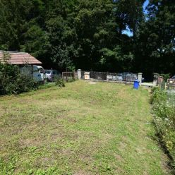 Stavebný pozemok so starším domom