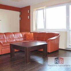 REALITY BROKER ponúka na prenájom pekný priestranný 2 izb. byt priamo na pešej zóne v NOVOSTAVBA