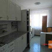 Ponúkame  na predaj veľký dvojizbový byt  na ulici Trieda SNP v Banskej Bystrici